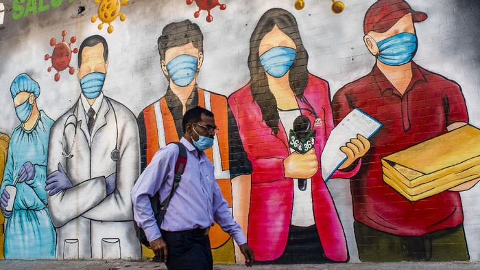 Organisasi Kesehatan Dunia (WHO) meminta Indonesia mencontoh penerapan penguncian wilayah (lockdown) yang diterapkan India dalam menangani lonjakan virus corona (Covid-19). Satunya menerapkan pembatasan pergerakan hingga lockdown lebih ketat.