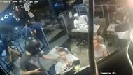 Ditodong Pistol Oleh Perampok di Restoran, Pria Ini Tetap Santuy Makan Ayam Goreng