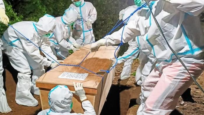 Kasus COVID-19 di Kabupaten Situbondo juga melonjak. Dalam sehari, tambahan pasien COVID-19 mencapai puluhan orang.