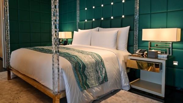 KamarJ Hotel Shanghai Tower yang paling murah dihargai RMB 3.601 (sekitar Rp 8 juta) per malam. Harga J Suite, satu tingkat lebih murah dari Shanghai Suite yakni berharga RMB 67.628 per malam (sekitar Rp 151,8 juta).