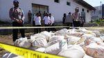 Ribuan Liter Miras Cap Tikus Dimusnahkan