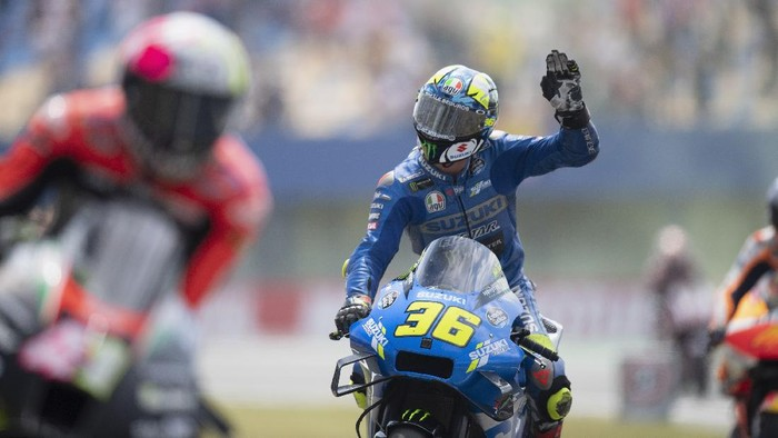 ASSEN, NETHERLANDS - JUNE 27:  Joan Mir of Spain and Team Suzuki ECSTAR greets the fans and  celebrates the third place during the MotoGP race during the MotoGP of Netherlands - Race at TT Circuit Assen on June 27, 2021 in Assen, Netherlands. (Photo by Mirco Lazzari gp/Getty Images)