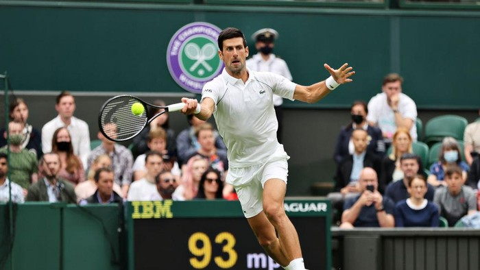 LONDON, ENGLAND - JUNE 28: Novak Djokovic of Serbia plays a forehand in his Mens Singles First Round match against Jack Draper of Great Britain during Day One of The Championships - Wimbledon 2021 at All England Lawn Tennis and Croquet Club on June 28, 2021 in London, England. (Photo by Clive Brunskill/Getty Images)