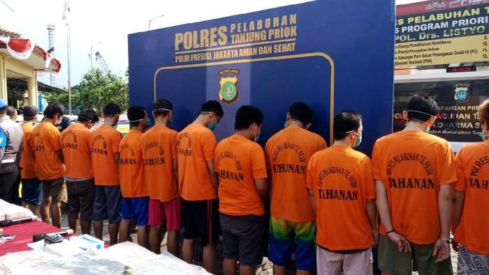 Para tersangka kasus penyelundupan sabu 2 kg via Pelabuhan Tanjung Priok, Selasa (29/6/2021).