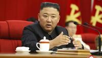Kian Kencang Isu Kesehatan Kim Jong-Un saat Kepalanya Tertempel Perban