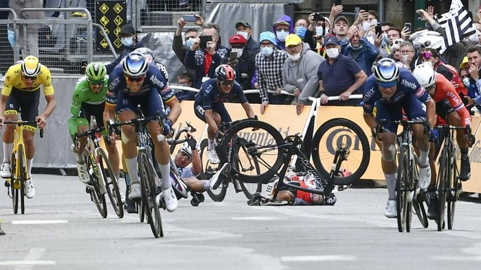 Australia's Caleb Ewan, centre right, and Slovakia's Peter Sagan, center left, crash during the sprint towards the finish line of the third stage of the Tour de France cycling race over 182.9 kilometers (113.65 miles) with start in Lorient and finish in Pontivy, France, Monday, June 28, 2021. (Philippe Lopez/Pool Photo via AP)