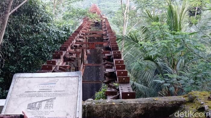 Kondisi jembatan KA Cikacepit di Kecamatan Kalipucang, Kabupaten Pangandaran.
