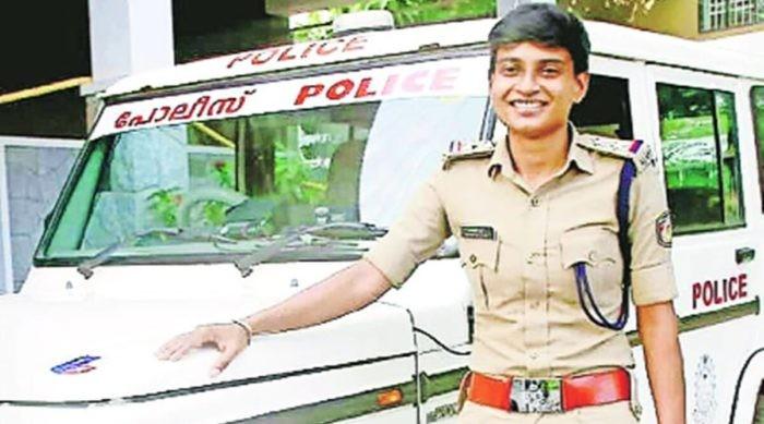 Keren! Dulunya Jualan Es Lemon di Pinggir Jalan, Wanita Ini Sekarang Jadi Polisi