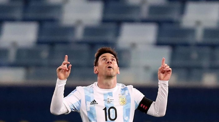 CUIABA, BRAZIL - JUNE 28: Lionel Messi of Argentina celebrates  after scoring the third goal of his team during a Group A match between Argentina and Bolivia as part of Copa America 2021 at Arena Pantanal on June 28, 2021 in Cuiaba, Brazil. (Photo by Buda Mendes/Getty Images)