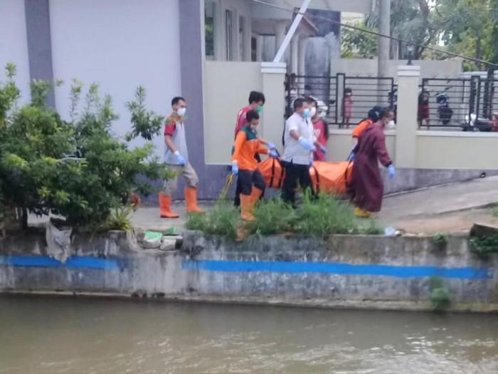 Mayat perempuan tanpa identitas ditemukan warga di Sungai Kedung Putri Purworejo, Rabu (30/6/2021).