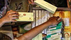 Jaga Pasokan, Pemerintah Permudah Aturan Impor Obat-Oksigen
