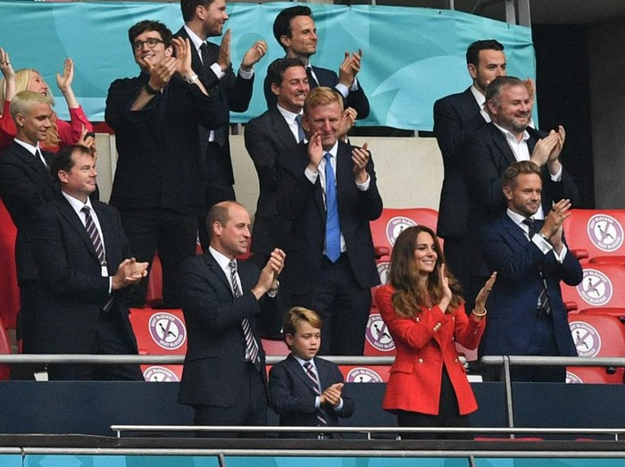 (L to R) Prince William, Duke of Cambridge, Prince George of Cambridge, and Catherine, Duchess of Cambridge, celebrate the first goal in the UEFA EURO 2020 round of 16 football match between England and Germany at Wembley Stadium in London on June 29, 2021. (Photo by JUSTIN TALLIS / POOL / AFP)