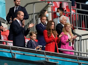 Gaya Stylish Kate Middleton Dukung Inggris di Piala Eropa 2020