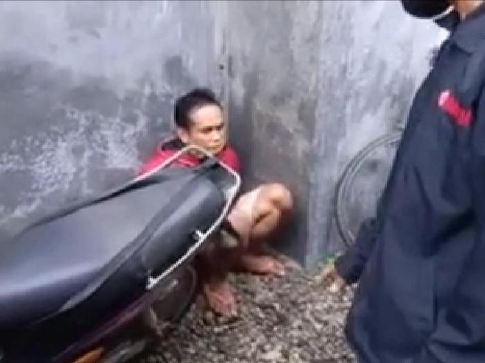 Seorang pelaku pencurian motor dan kambing ditangkap warga. Ia ditangkap saat hendak menjual hasil curian di Pasar Pahing, Trenggalek.