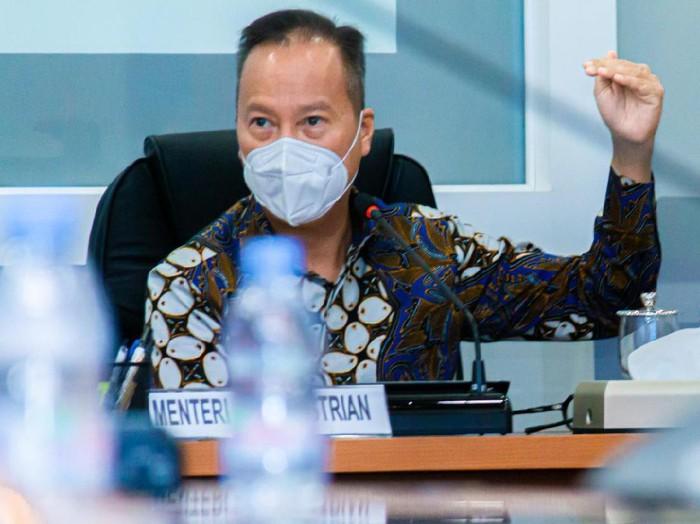 Menteri Perindustrian Agus Gumiwang Kartasasmita meresmikan pabrik daur ulang plastik terbesar di Indonesia. Pabrik yang berdiri di atas lahan seluas 22.000 meter persegi dengan luas bangunan 7.000 meter persegi ini berlokasi di Kawasan Industri Pasuruan Industrial Estate Rembang (PIER), Jawa Timur.