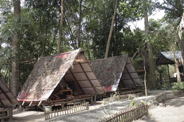 Lambrok atau Saung di Taman Ingas
