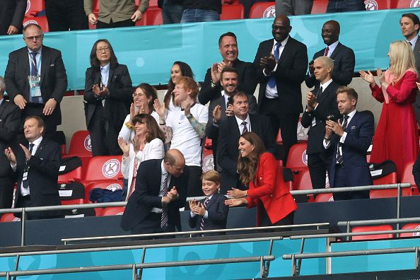 Kemenangan Inggris atas Jerman di 16 besar Euro 2020 turut dirayakan oleh Pangeran William. Ia hadir di Wembley untuk nonton laga itu bersama istri dan putranya