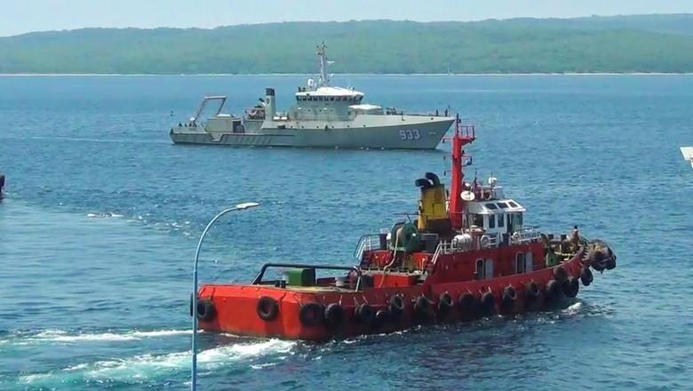 TNI AL Turunkan 3 KRI dan KAL Cari Penumpang KMP Yunicee yang Hilang
