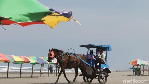 Pemerintah Kabupaten Bantul melaksanakan penutupan destinasi wisata pantai untuk menekan laju angka positif covid di Kabupaten Bantul.