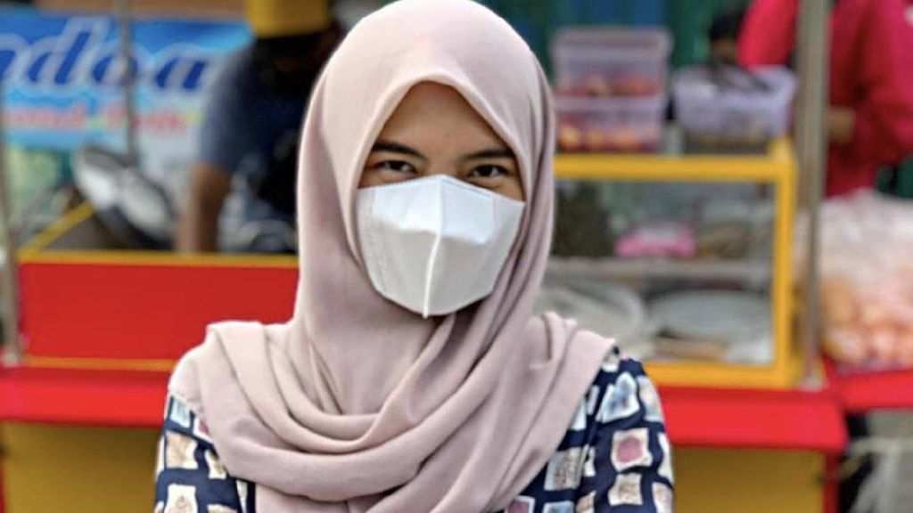8 Foto Pramugari Cantik Alih Profesi Berjualan Lontong Sayur Efek Pandemi