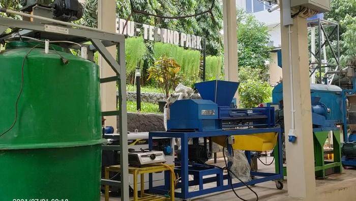 Edu-Techno Park yang dikelola oleh Fakultas Teknik Universitas Pancasila ini menjadi salah satu etalasu produk teknologi berbasis green campus yang menjadi taman edukasi.  Yang ada di taman tersebut adalah hasil-hasil penelitian internal FTUP dalam bidang teknologi energi baru terbarukan.