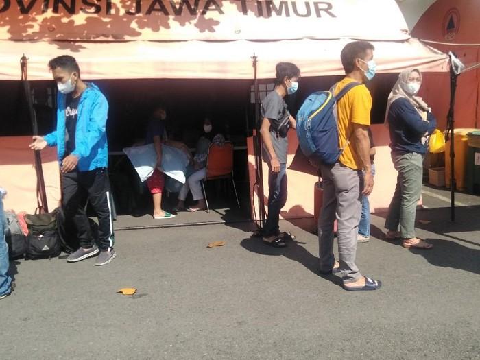 pasien COVID-19 di RS Lapangan Indrapura (RSLI) Surabaya