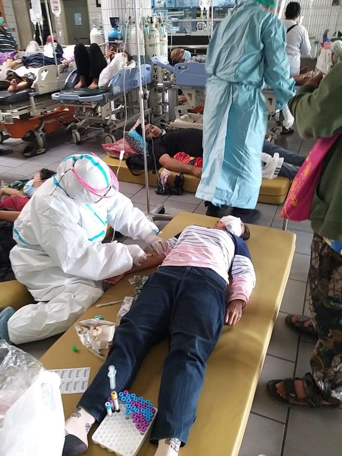 pasien covid-19 di RSU dr Soetomo Surabaya membeludak