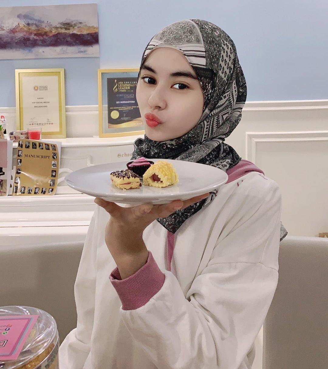 Penyanyi Malaysia Sukses Jualan Kue di Tengah Pandemi