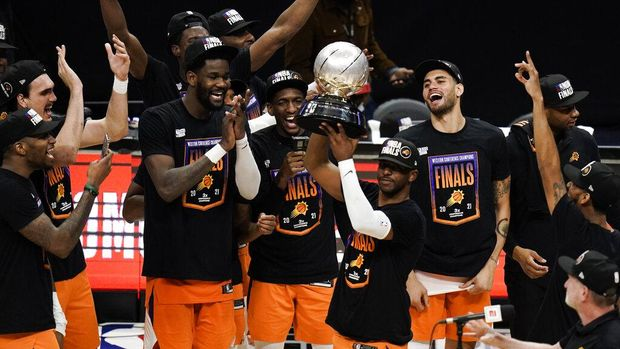 Phoenix Suns' Chris Paul hoists the trophy as he and his teammates celebrate after defeating the Los Angeles Clippers in Game 6 of the NBA basketball Western Conference Finals Wednesday, June 30, 2021, in Los Angeles. (AP Photo/Jae C. Hong)
