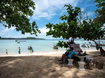 Phuket Tutup Pintu untuk Wisatawan Domestik, tapi Buka buat Turis Asing