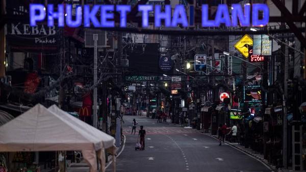 Mereka diizinkan untuk jalan-jalan di pulau tersebut setelah mendapatkan hasil negatif ketika dites pertama kali. Setelah masa 14 hari mereka di Phuket habis, mereka diizinkan untuk mengunjungi wilayah lain di Thailand.