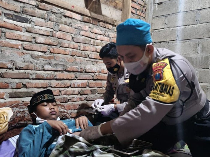 Polisi Pacitan Gelar Sunat Gratis Door to Door di Hari Bhayangkara