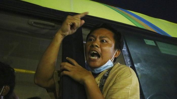 Pihak berwenang Myanmar membebaskan pengunjuk rasa antikudeta dari penjara pada Rabu (30/6). Total 2.296 pengunjuk rasa dibebaskan dari penjara di seluruh negeri.