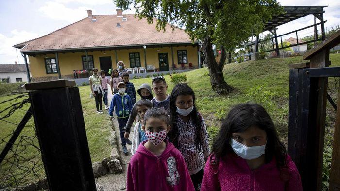 SZIRAK, HUNGARY - MAY 28: Children walk from the