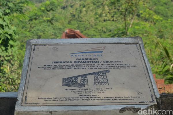 Jembatan KA Cikacepit dan Cipambokongan di Kalipucang, Kabupaten Pangandaran untuk jalur kereta Banjar-Cijulang ini telah ditutup total pada 1 Februari 1982.
