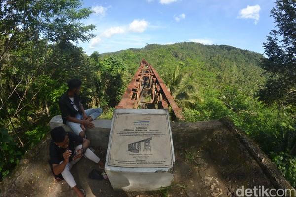 Eks jembatan kereta api (KA) Cikacepit di Desa Pamotan, Kecamatan Kalipucang, Kabupaten Pangandaran, menyimpan potensi daya tarik wisata. Salah satu jembatan KA terpanjang yang ada di Indonesia ini bisa menjadi destinasi wisata budaya dan edukasi.