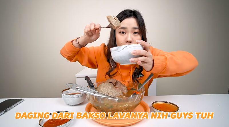 Jessica Jane Mukbang Makanan Jumbo, Ada Bakso hingga Lobster 2 Kg!