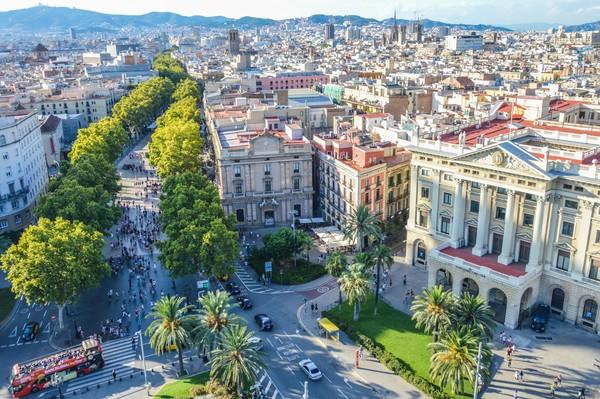 Sebagai jalan tersohor, banyak tempat bersejarah yang bisa ditemukan. Sebut saja La Boqueria market, Liceu Theatre dan Palace of the Virreina. Di jalanan ini kamu juga mudah menemukan seniman jalanan.