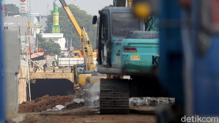 Proyek pembangunan underpass Bulak Kapal ini jadi titik simpul pengurai kemacetan yang kerap terjadi akibat pertemuan lintas sebidang dan lajur kereta api.