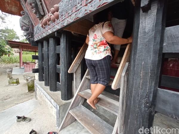 Uniknya, bangunan museum adalah rumah tradisional batak. (Bonauli/detikcom)