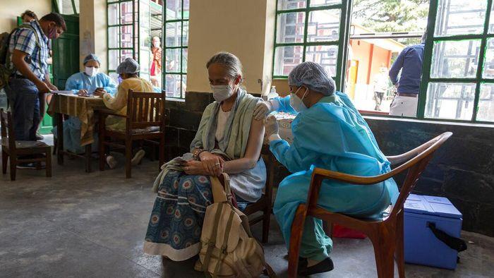India mencatat kematian akibat virus Covid-19 hingga 400.312 jiwa, Jumat (2/7).  Angka tertinggi terjadi pada hari ini dengan 853 kematian dalam satu hari.