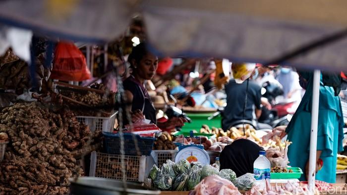 Pemerintah menjamin stok pangan aman selama PPKM darurat yang akan mulai diterapkan Sabtu (3/7). Masyarakat diminta tidak perlu panic buying.