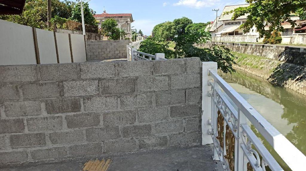Potret Tembok Sengaja Dibuat Warga Tutupi Jalur Pedestrian di Banda Aceh
