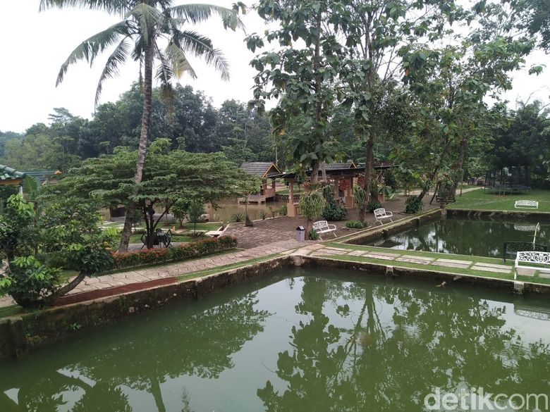 Warung Bambu : Asyiknya Ngaliwet Komplet Sambil Mancing Ikan Sendiri