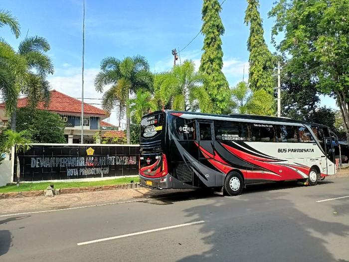 DPRD Kota Probolinggo melakukan kunjungan kerja ke Malang. Ironisnya, kegiatan kunker itu dilaksanakan saat PPKM darurat digelar.