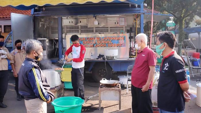 Menteri Sosial Tri Rismaharini menginstruksikan jajarannya untuk mendirikan dapur umum di area Balai Wiyata Guna, Kota Bandung. Dapur umum ini akan berfungsi sebagai layanan tanggap darurat pandemi COVID-19.