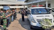 Jenazah Rachmawati Diberangkatkan dari RSPAD ke TPU Karet Bivak