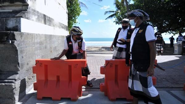 Destinasi pariwisata utama di Pulau Dewata tersebut ditutup sementara selama Pemberlakuan Pembatasan Kegiatan Masyarakat (PPKM) Darurat pada 3-20 Juli 2021 untuk menekan angka penyebaran kasus pandemi COVID-19.