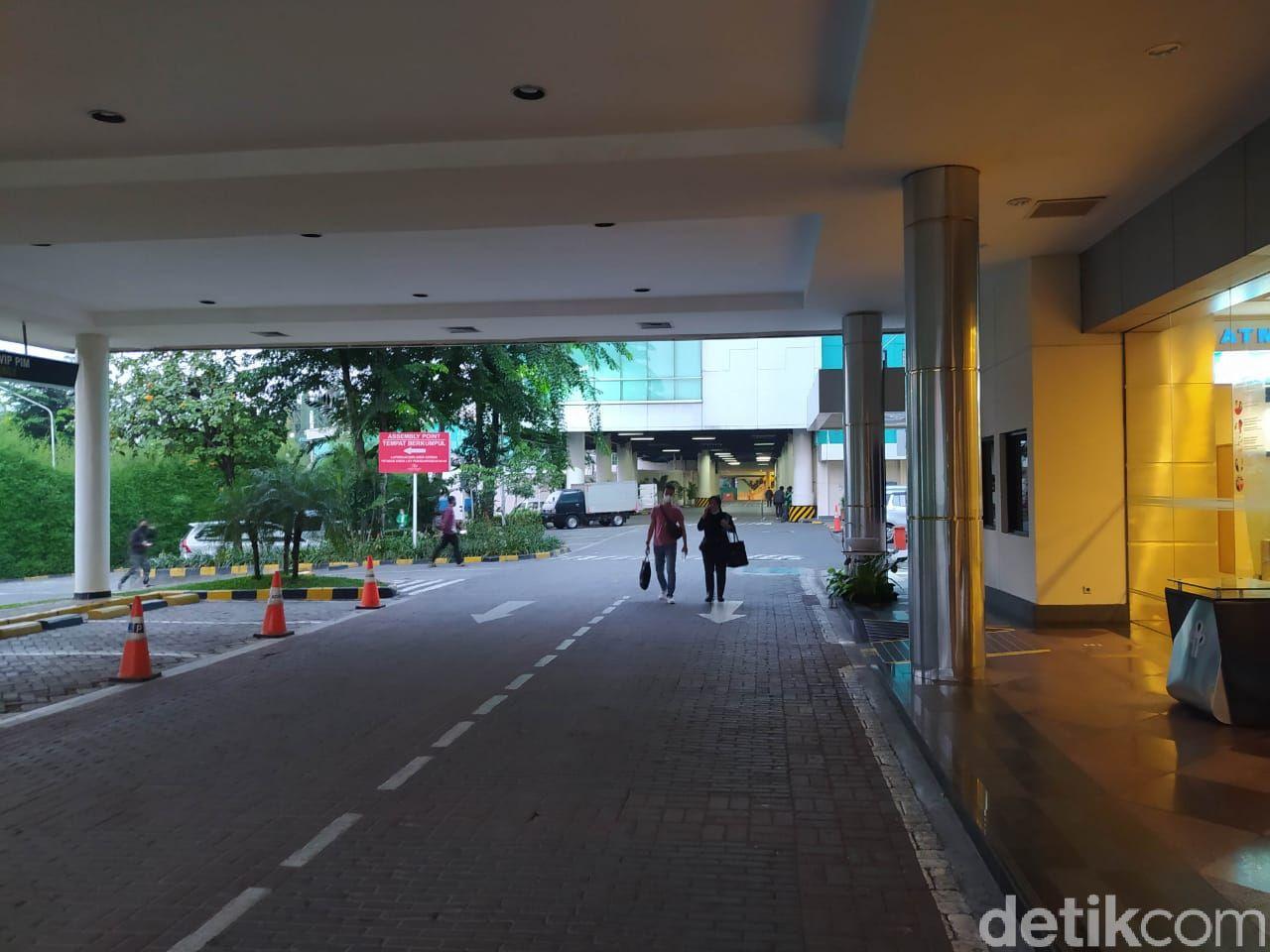 Pondok Indah Mal tutup saat PPKM Darurat, pantauan 3 Juli 2021. (Adhyasta Dirgantara/detikcom)