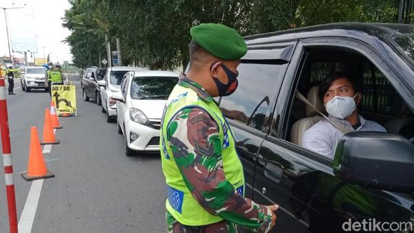 PPKM Darurat Jawa-Bali hari pertama, Sabtu (3/7/2021) siang di wilayah Kabupaten Klaten dilakukan dengan penyekatan kendaraan.